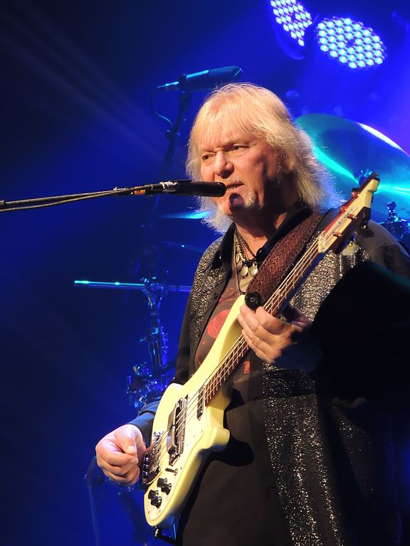 576px-chris_squire_beacon_theatre_2013-04-09_3