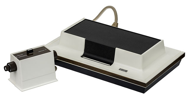 640px-magnavox-odyssey-console-set